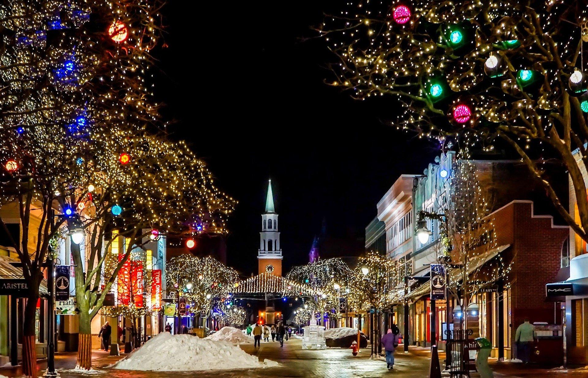 ¿Dónde viajar esta Navidad? (5 destinos mágicos)